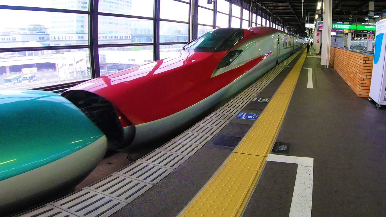 秋田新幹線  E6系 こまち ステップ開閉 & E5系 はやぶさ 連結 | 岩手・盛岡観光動画