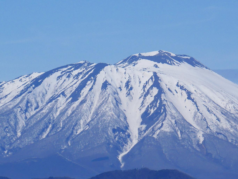 岩手山 雪どけそろそろ 鷲の形 巌鷲山 (Mt. Iwate・岩手山・이와테 산)| 岩手・盛岡の観光(Iwate・Morioka)